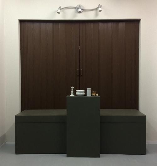安置所 ステーション川崎寝台 祭壇